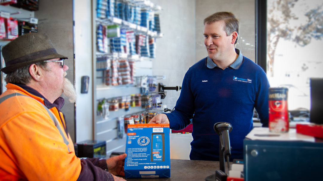A friendly guy from Swan Hill serves a top bloke and helps him with his battery needs.